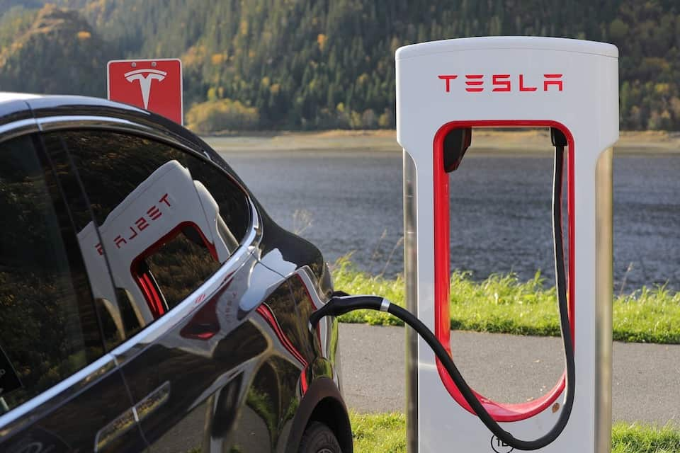 Here Are the Pros & Cons of Owning a Tesla Car
