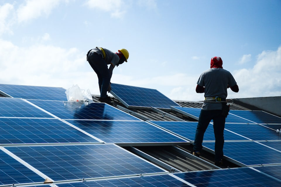 This Is Who Installs Tesla Solar Panels
