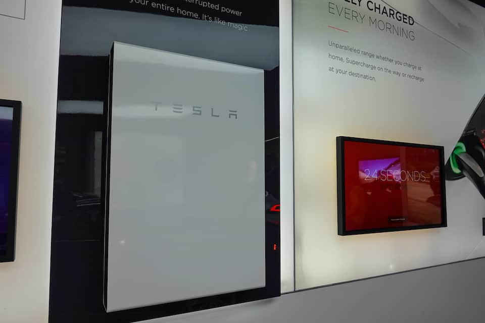 Troubleshooting A Tesla Powerwall Green Light Flashing
