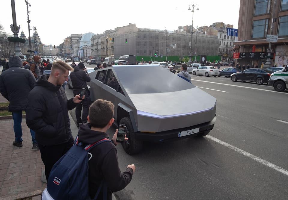 Tesla Cybertruck Miles Per kWh [How Efficient Is It?]