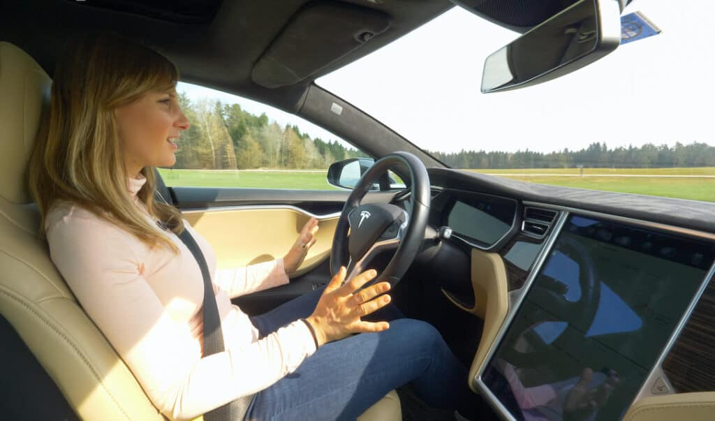 How Well Tesla Autopilot Avoids A Crash (Compared to People)