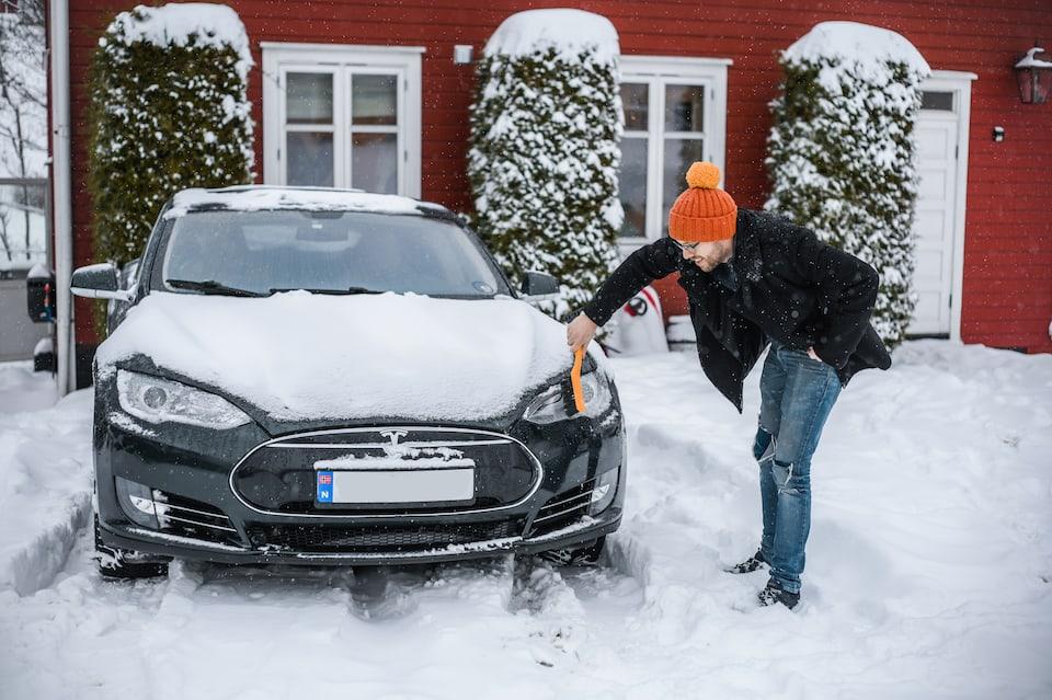 Tesla Autopilot - How Well It Works In Snow